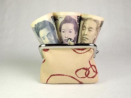 結婚前から財布の紐を握りたがる女性